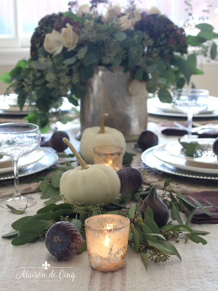 Warm Thanksgiving Table in Shades of Plum with Eucalyptus & Figs #thanksgivingtablesettings
