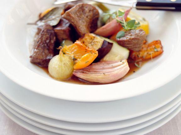 Rinderfilet mit Ofengemüse ist ein Rezept mit frischen Zutaten aus der Kategorie Rind. Probieren Sie dieses und weitere Rezepte von EAT SMARTER!
