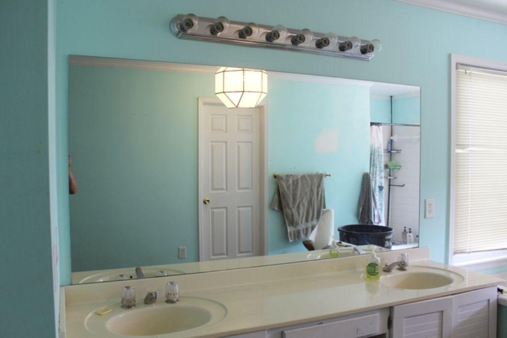 Hangen Sie Eine Rahmenlose Badezimmer Spiegel Hangende Rahmenlose Bad Spiegel Ist Ein Einfaches Projekt Das Mirror Wall Bathroom Bathroom Mirror Mirror Wall