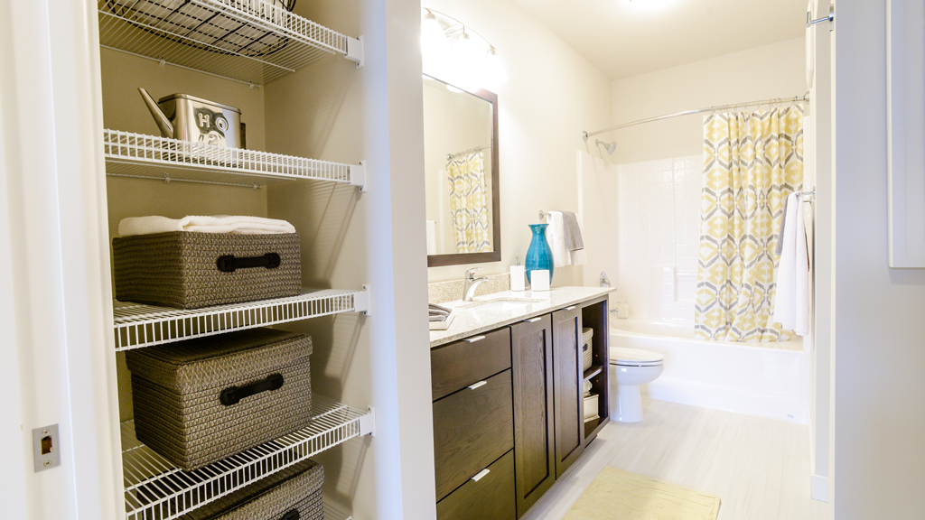 Apartments in uptown Minneapolis with large closets and