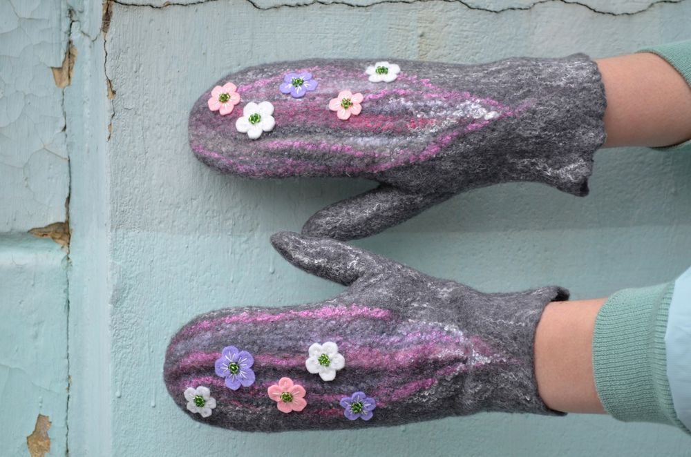 Handmade wool gloves, felted mittens #Handmade #WinterGloves
