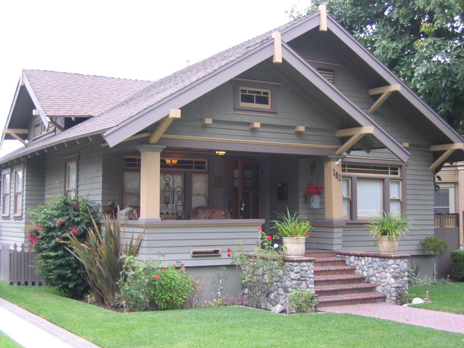 Craftsman house pictures craftsman home style sight for Classic house styles