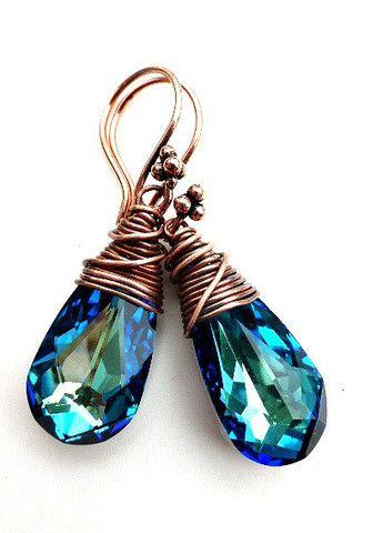 Alambre de cobre envuelto pendientes de cristal azul.  Cristal azul Bermuda Swarovski.