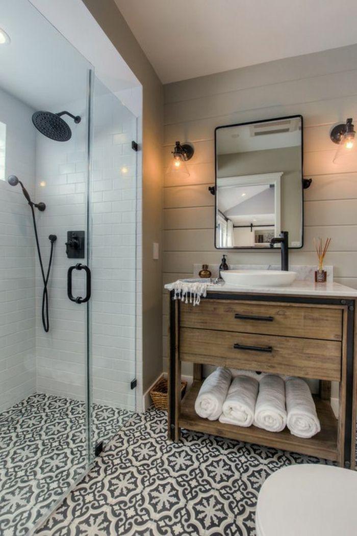 salle de bain cocooning, lambris mural bois blanc, carrelage blanc