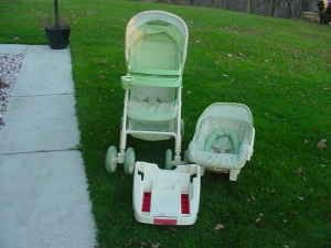 WINNIE THE POOH STROLLER AND CAR SEAT COMBO