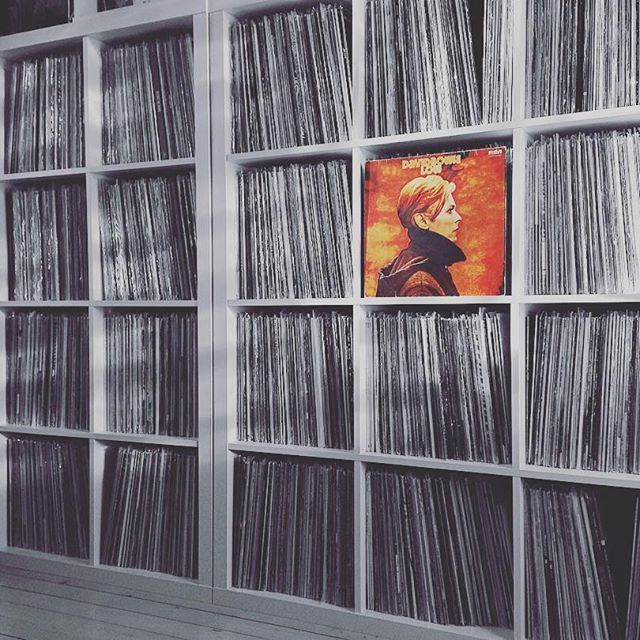 Low. Released 40 years ago today. --- #nowspinning #davidbowie #low #album #1977 #vinyl #lp #artrock #bowie #vinyligclub #vinyljunkie #vinylcollection #recordcollector #vinylcollector #recordcollection #nowplaying #vfrecordcollections #33rpm #vinylrecords #vinyladdict #vinylporn #brianeno #vinylcommunity #instavinyl #davidbowievinylskauen #records #coverart #albumcover #70s #vinyloftheday #lowalbum Low. Released 40 years ago today. --- #nowspinning #davidbowie #low #album #1977 #vinyl #lp #artro #lowalbum
