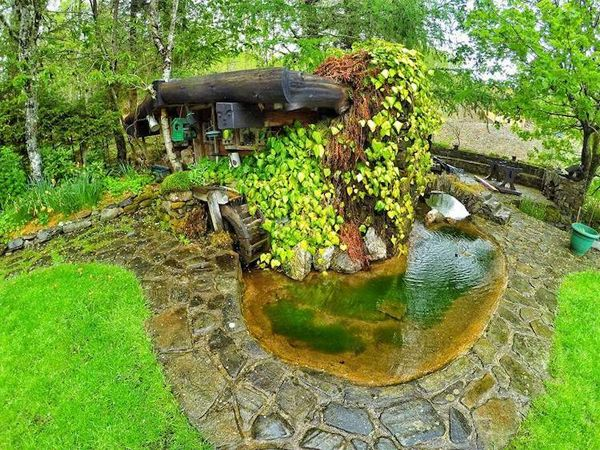 real life hobbit house built few lord the rings fans ringsa super fan builds his own