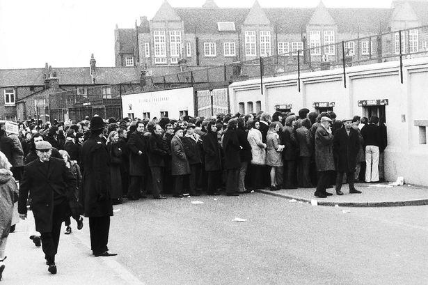 Image from http://i2.getwestlondon.co.uk/sport/football/football-news/article7609827.ece/ALTERNATES/s615/fulham-v-millwall-1974.jpg.