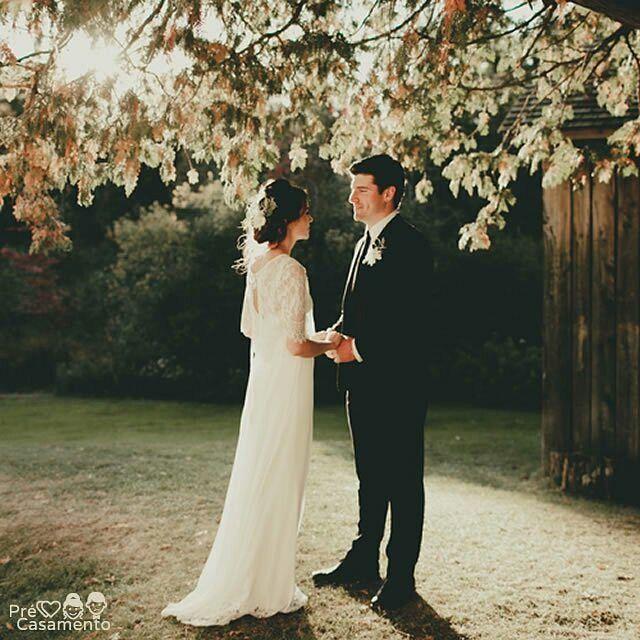 Ounnn que fofa essa foto!  #precasamento #sitedecasamento #bride #groom #wedding #instawedding #engaged #love #casamento #noiva #noivo #noivos #luademel #noivado #casamentotop #vestidodenoiva #penteadodenoiva #madrinhadecasamento #pedidodecasamento #chadelingerie #chadecozinha #aneldenoivado #bridestyle #eudissesim #festadecasamento #voucasar #padrinhos #bridezilla #casamento2016 #casamento2017