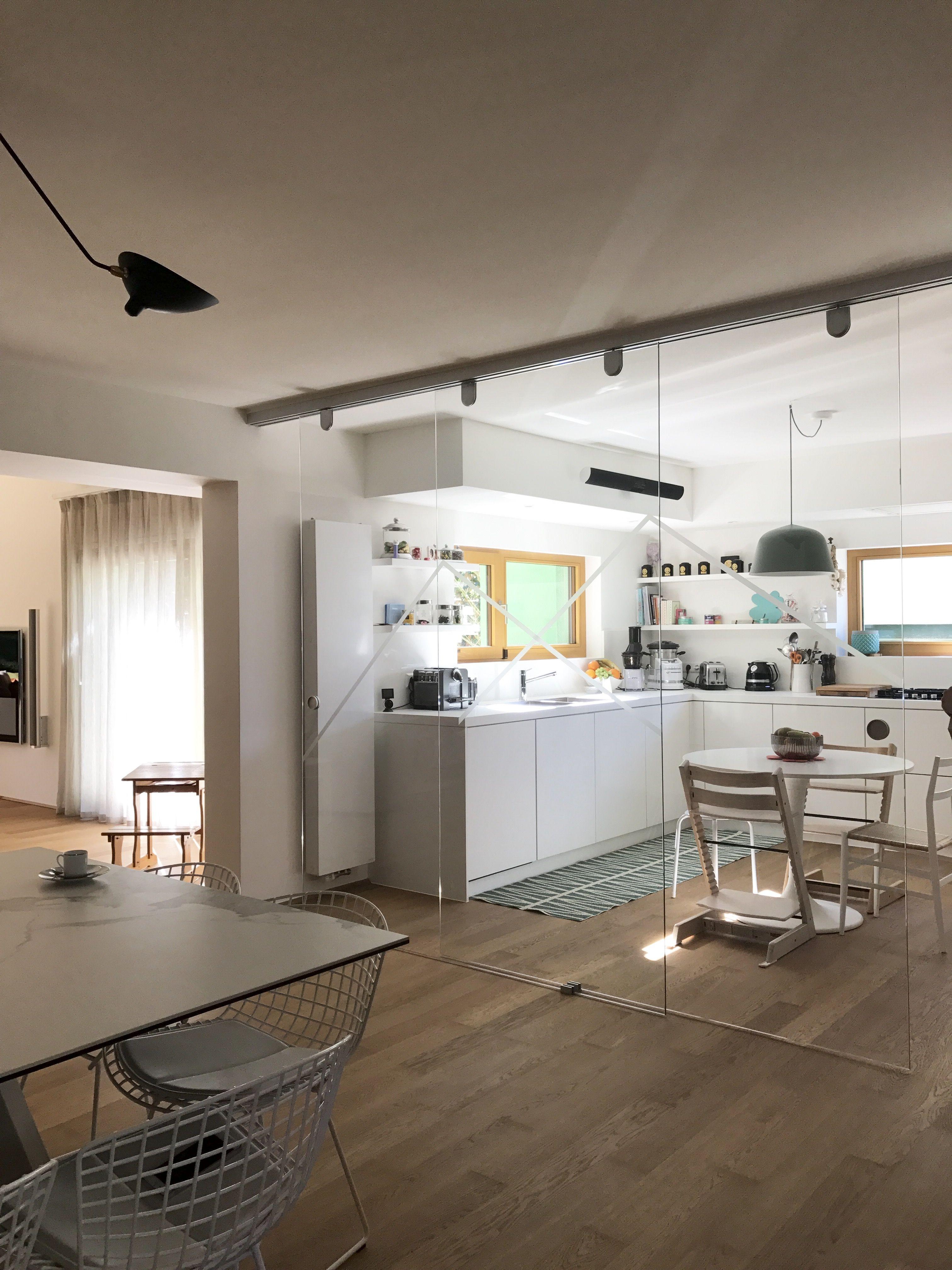 Cuisine blanche en L / décoration vert vintage | Amandine Maroteaux ...