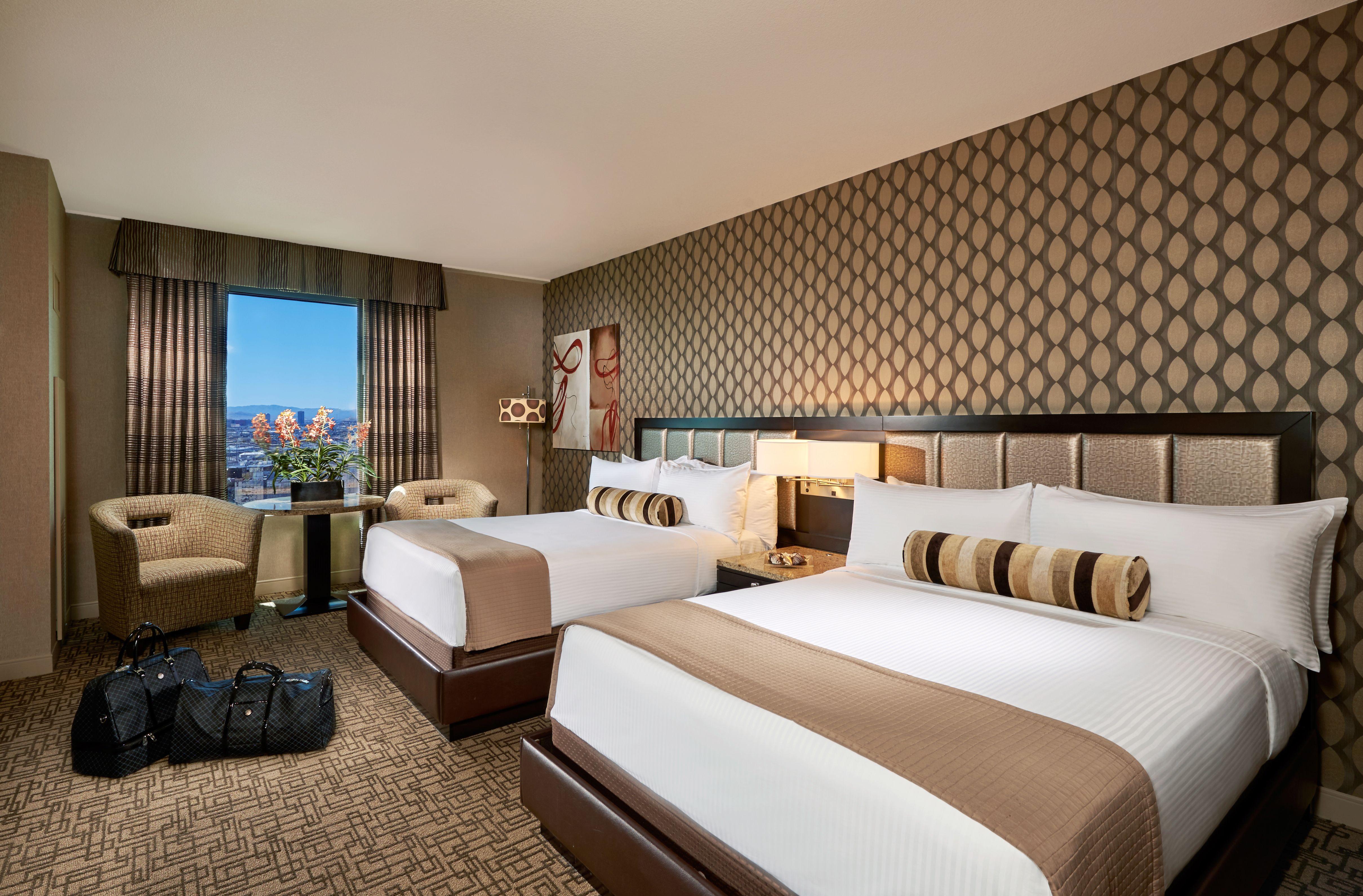 pyramid en deluxe room king casino las luxor vegas rooms hotel in