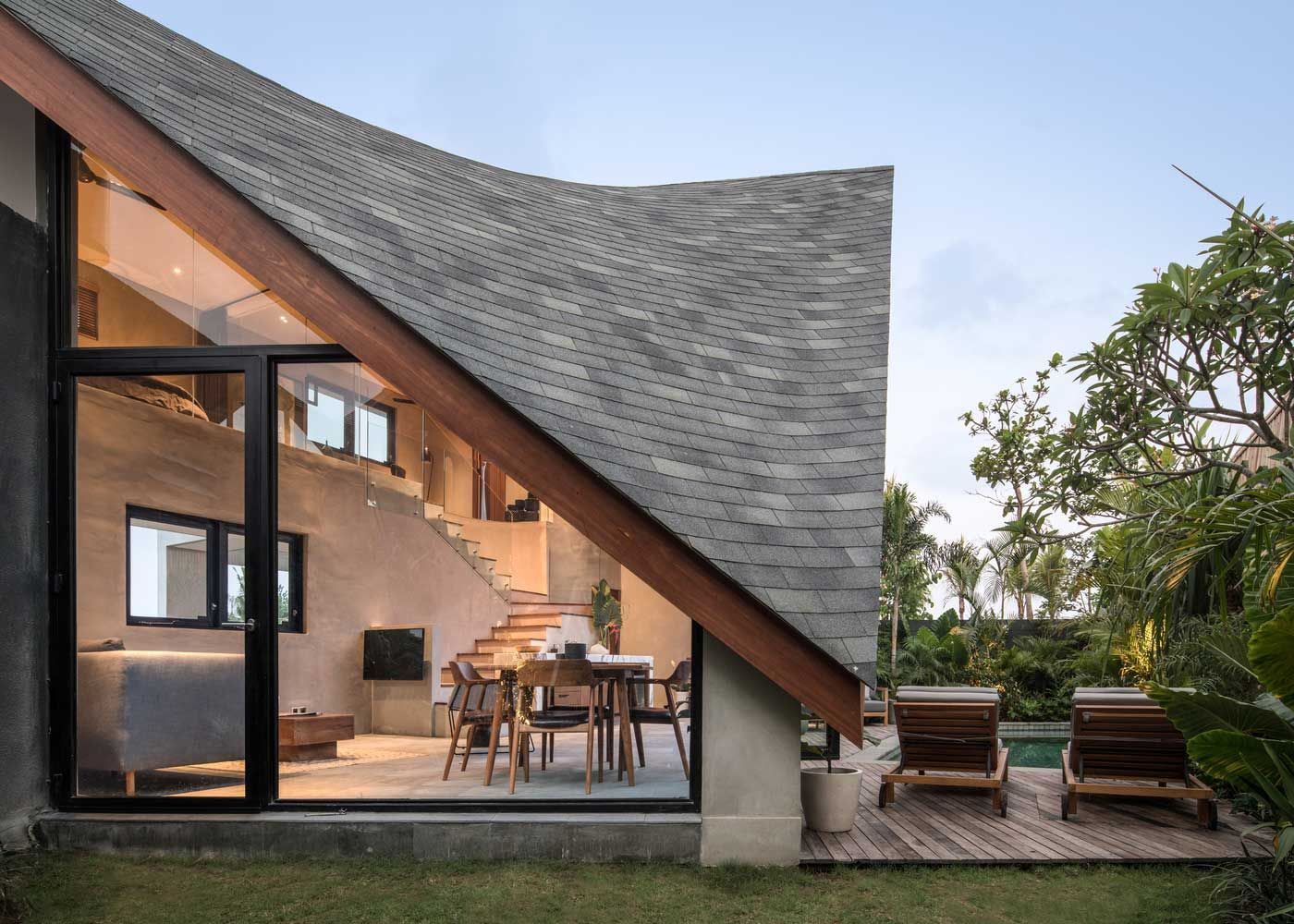Architectural Bureau Alexis Dornier Presented An Original And Stylish Country House In The Style Of A Chalet Impr In 2020 Architecture Roof Design Architecture Design