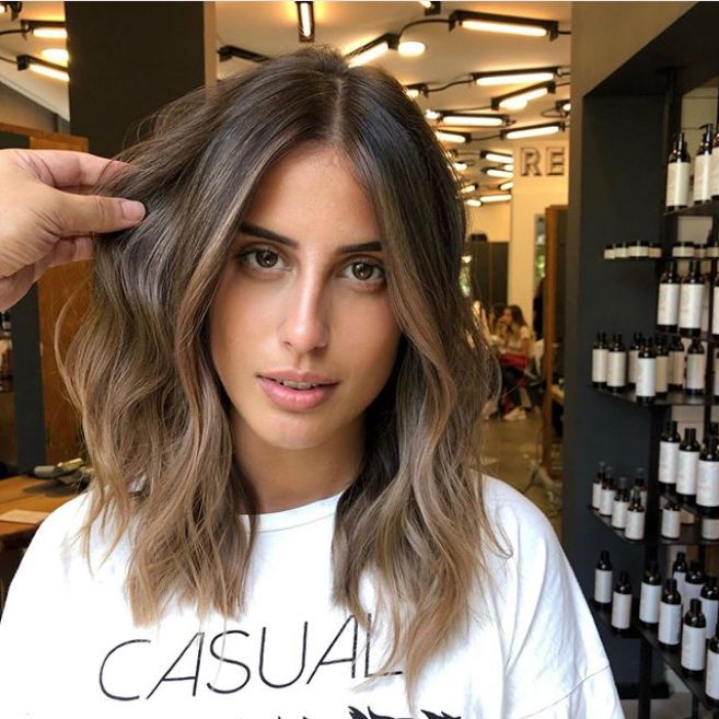 Mousy Brown Hair Is Having a Moment—So Brunettes E