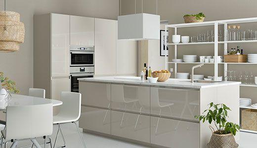 METOD Küche mit VOXTORP Hochglanz Front beige / cremefarben ...