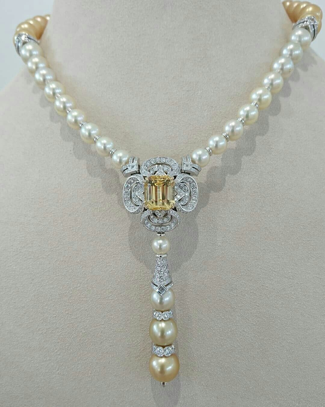 05dcb2c14ee5 The new Conquétes Regalia collection by Louis Vuitton Pearl And Diamond  Necklace