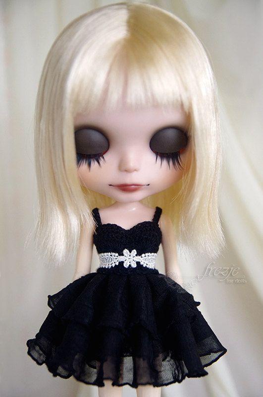 Robe volant noir pour Blythe doll par frezje sur Etsy, $25.00