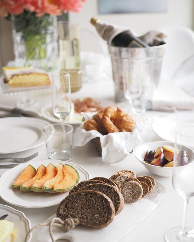 Avec Sofié blog - Happy Mother's Day everybody I'm having my dear godmother over and I'm pampering her with a beautiful breakfast.  #mothersday #breakfast #godmother #avecsofieincotedazur #champagne