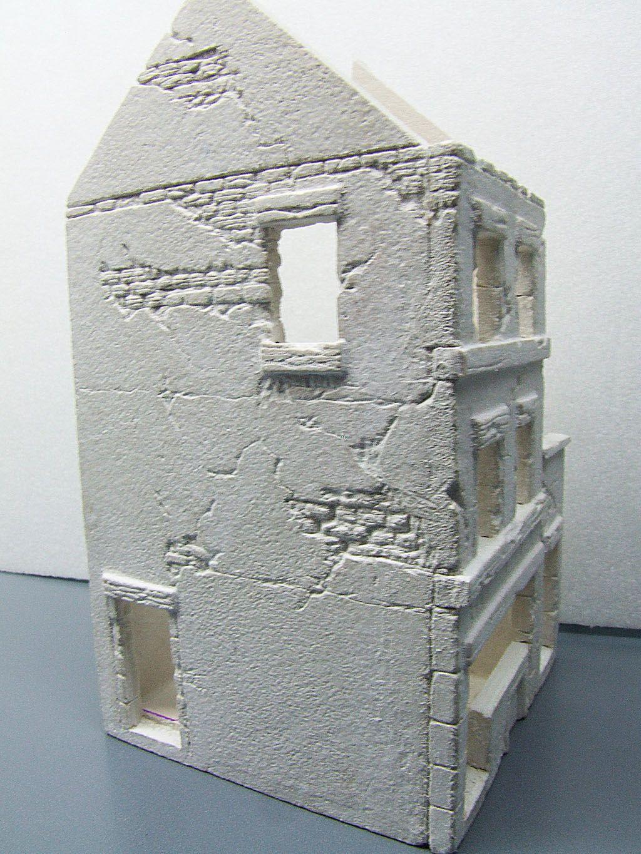 inutile maison de cr che maquette militaire. Black Bedroom Furniture Sets. Home Design Ideas