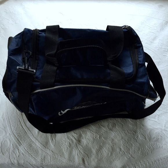Aeropostale Duffel Bag Navy Aeropostale duffel bag. Has 2 zippered pockets on the outside, one with a mesh bottom. A zippered pocket on the inside of the large compartment. Adjustable strap and smaller Velcro handles. Inside holds a lot of things. Used a few times. Aeropostale Bags Travel Bags