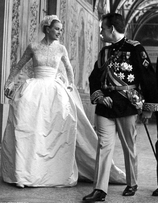 Grace Kelly had the most amazing wedding dress.
