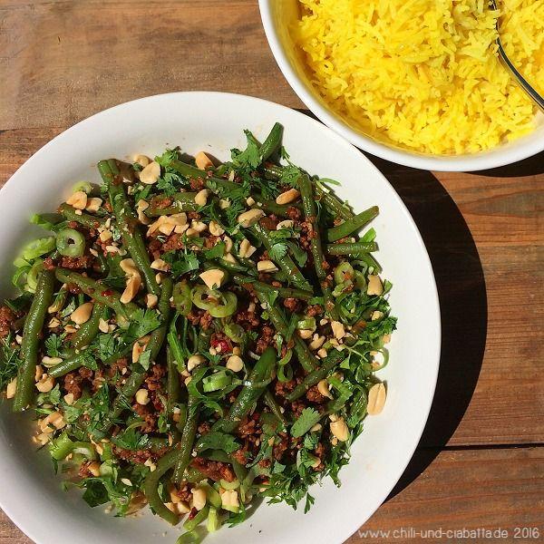 Chili und Ciabatta: Asia-Bohnen-Hack mit gelbem Limetten-Reis