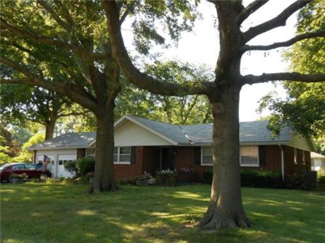 Large Brick Ranch With Mature Trees In Louisburg Houses