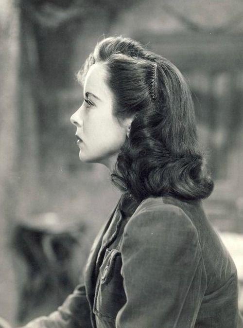 ida lupino photographed in profile 1940 s neat hair ideas