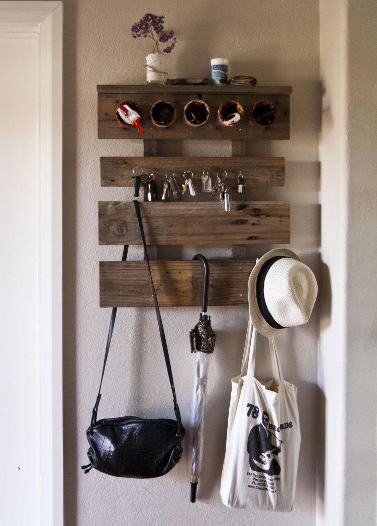 kreative Wandgarderobe aus Holzbretter oder Europlette basteln - wohnung dekorieren selber machen