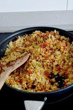 Esta Receta De Quinoa Esta Realmente Deliciosa Y Harás Que Te Olvides Del Arroz Salteado Con Muchas Verduras Y Huevo Perfecta Recetas Saludables Recetas Vegetarianas Y Comida