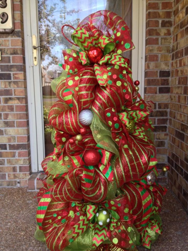 beautiful deco mesh tree made out of a tomato cage cant wait to make this for our outdoor entry - Tomato Cage Christmas Tree With Mesh