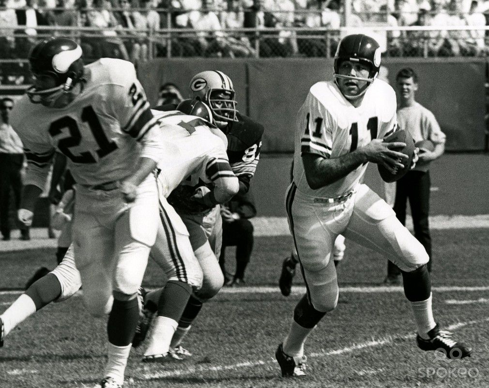 Minnesota vikings quarterback joe kapp 11 looks to throw