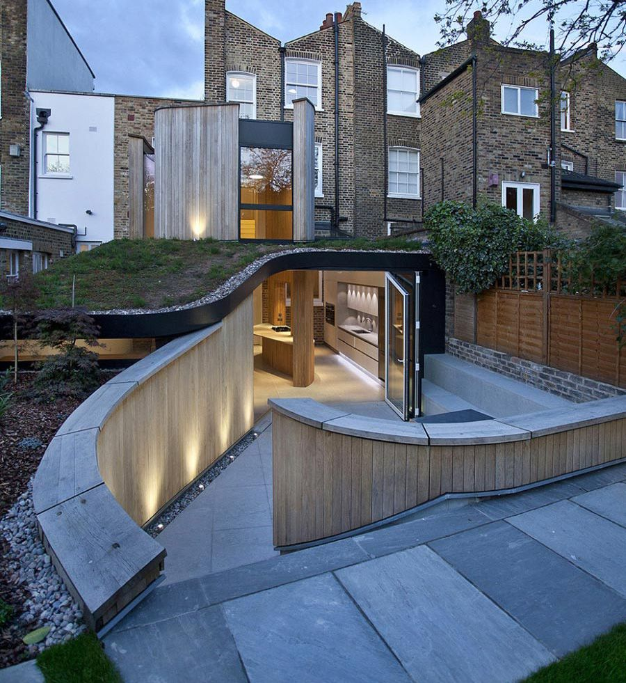 Victorian Home In London Gets Curvaceous Bodacious Extension Architecture Victorian Homes Victorian House London
