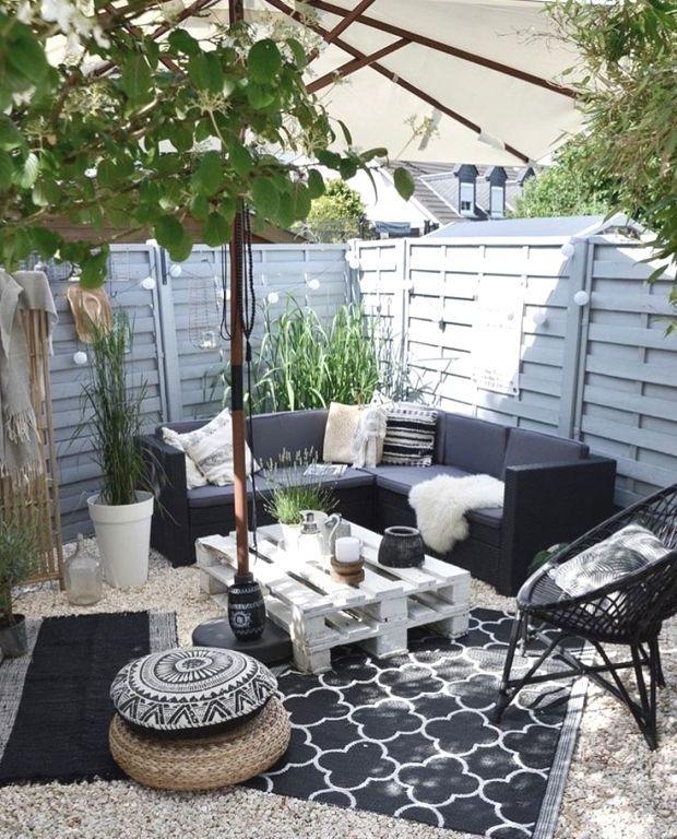 Black And White Patio Decor In 2020 Patio Design Backyard Seating