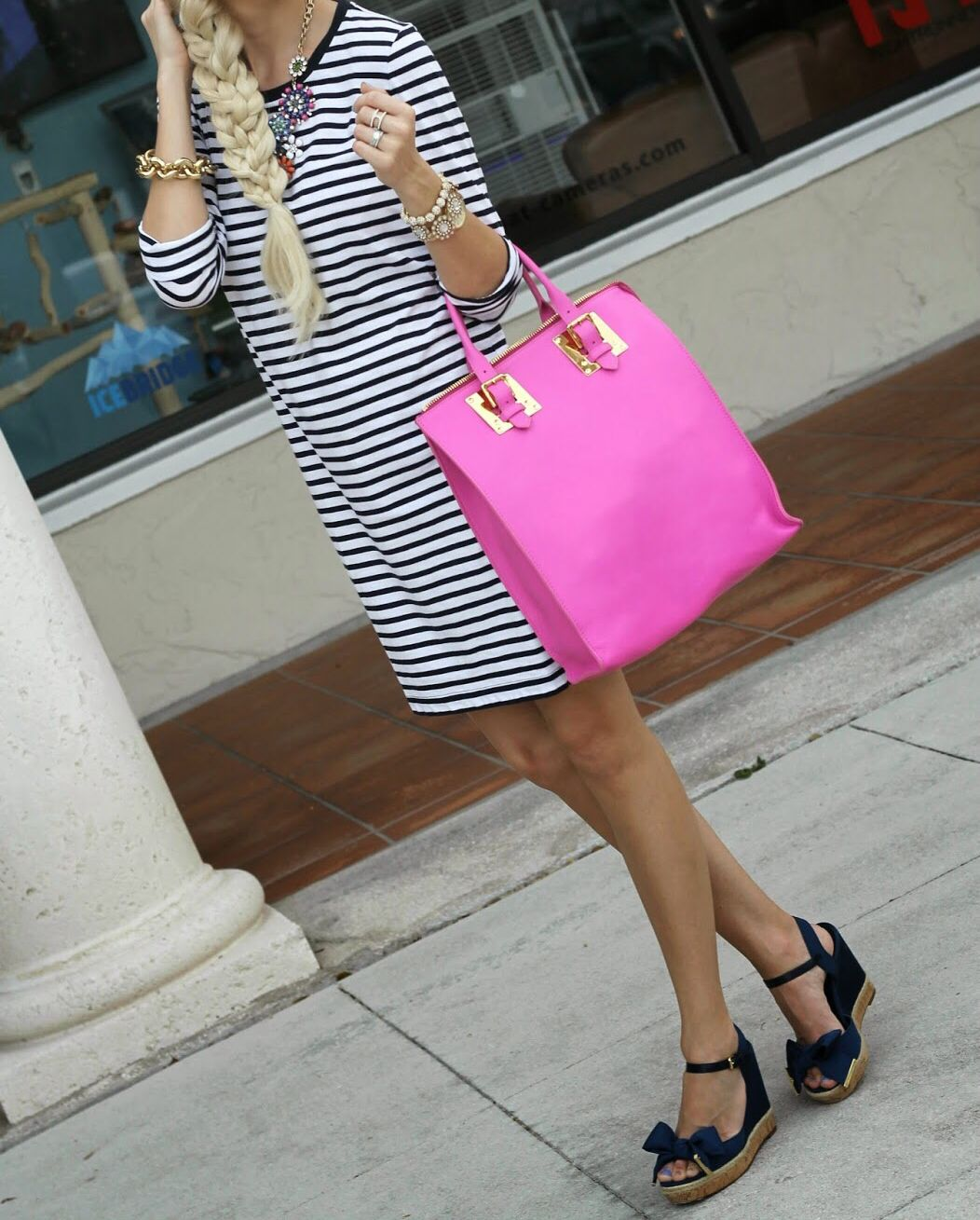 In love with this dress, bag, and shoes.