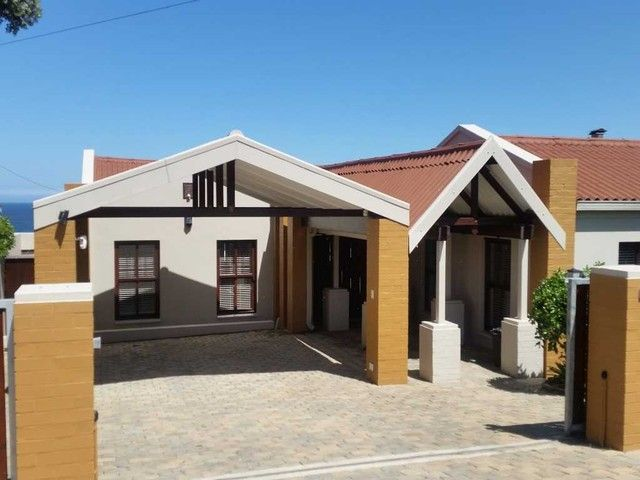 For viewing, contact Odie Carstens - 082 676 8585 / Marlene Snyders 082 965 1648. #ChasEverittMosselBay #MosselBay