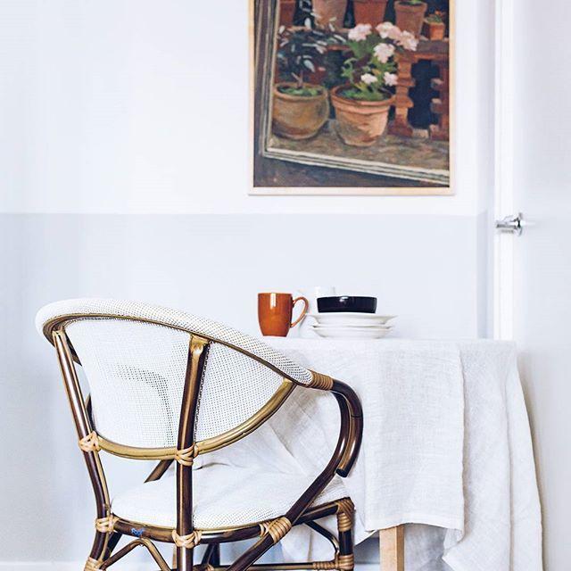¿Os gustan las sillas bistrot? Hoy os enseño cómo quedan en casa! (Y la nostalgia parisina que me entra...) #ebomhome #ebomstyling #bistrot #trends