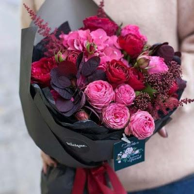 بوكيه ورد العروسة In 2021 Flower Aesthetic Flower Gift Pink Flowers Background