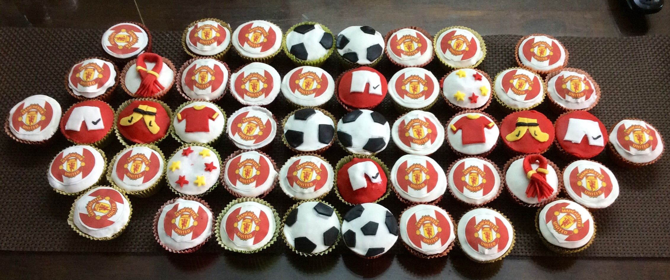 Manchester United Cup Cakes Cake Holiday Decor Holiday