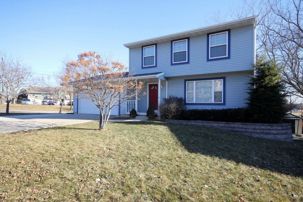 2809 Wayland Dr Madison Wi 3 Bedroom 1 5 Bath 2 Car Fenced Yard Close To Downtown 184 900 Fenced In Yard Madison Outdoor Decor