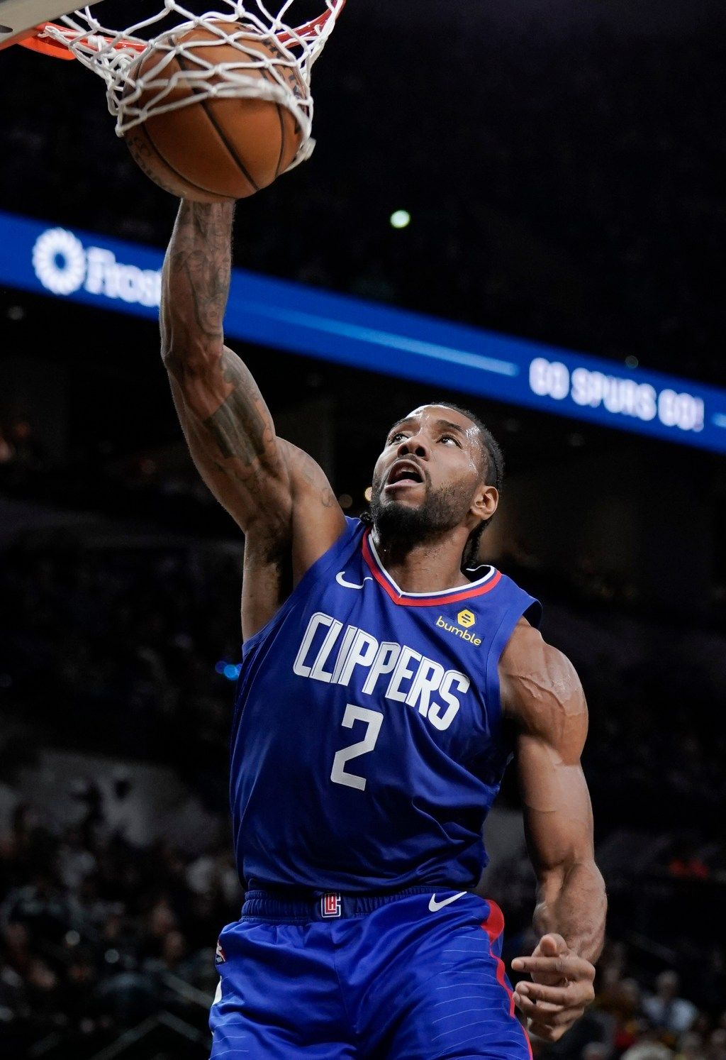 Clippers pound Spurs for Kawhi Leonard's first win in San