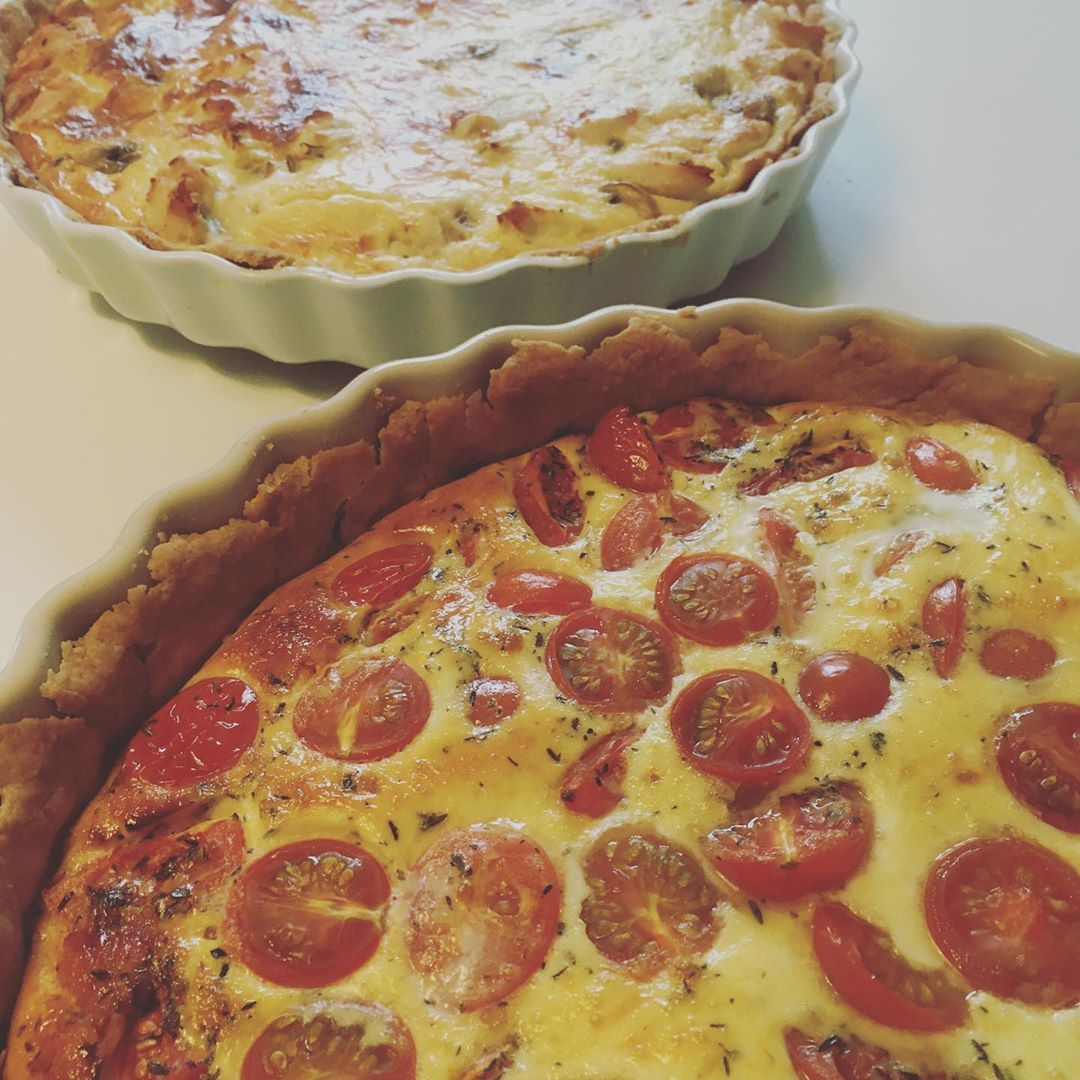 Homemade pies for lunch today. Tomatopie and chickenpie. Link to recipes in bio.