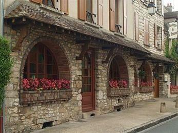 Lurer på en liten overnatting i Moret Sur Loing på vei fra Provence i sommer ...