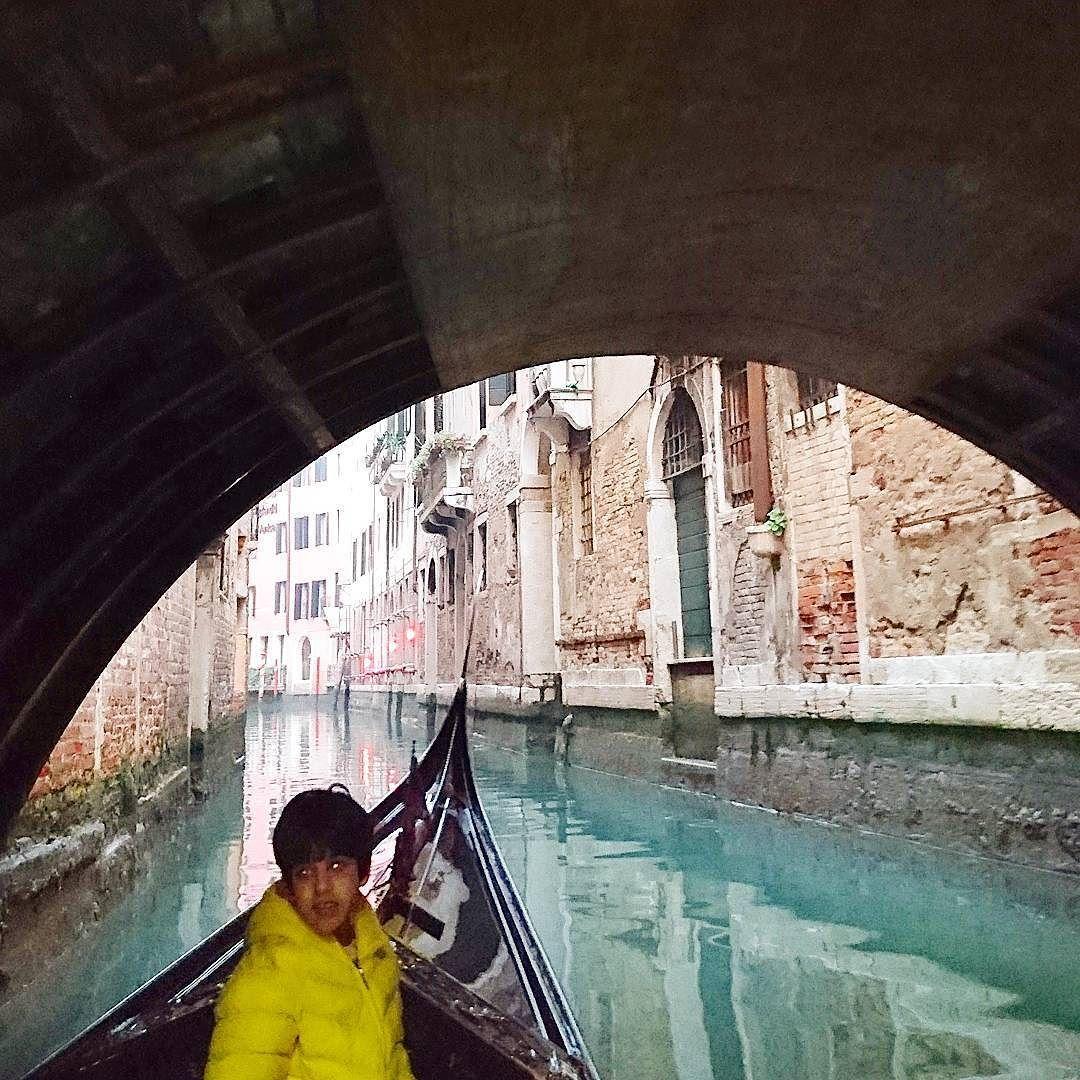 Venezia  #beautiful#vscocam#PesaroUrbino#loves_Venezia #on_the_canal #vscoitaly #travel_snapsclick #igerspu #alleysofitaly #ig_italy #italian_places #vsocam #turismoer #landscape #italian_trips #vivoemiliaromagna #loves_emiliaromagna #turismoer #italian_city #top_italia_photo #vivo_italia #wonderful_places #huntgram #whatitalys #volgobologna  #ig_emiliaromagna #turismoer #emiliaromagna #ilikeitmaly #fotografa_re #arzan #gazzetta_re by dashticapitano