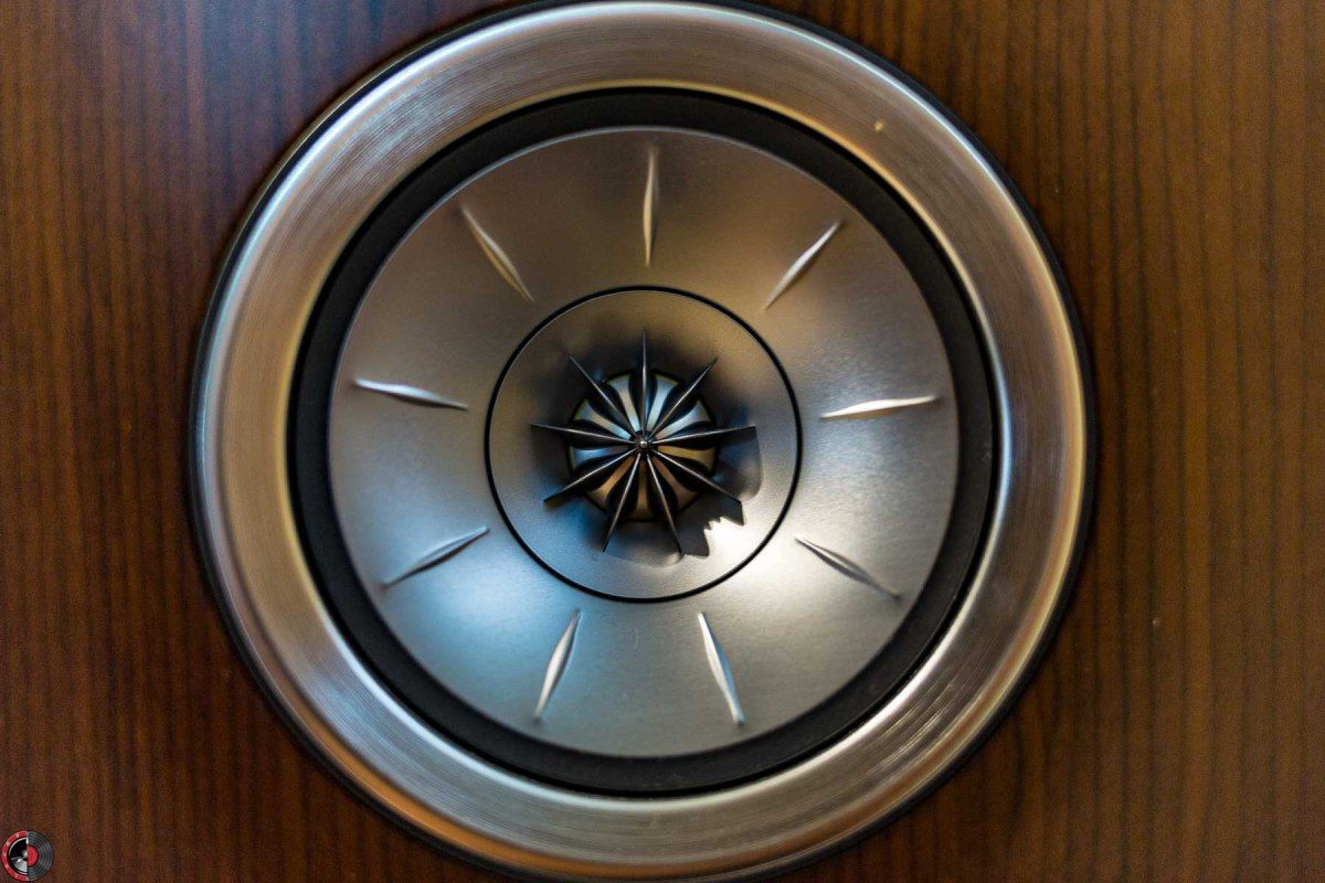 Review Kef R300 Stand Mount Loudspeakers Cine En Casa  # Deco Table Tele Plus Homecimema
