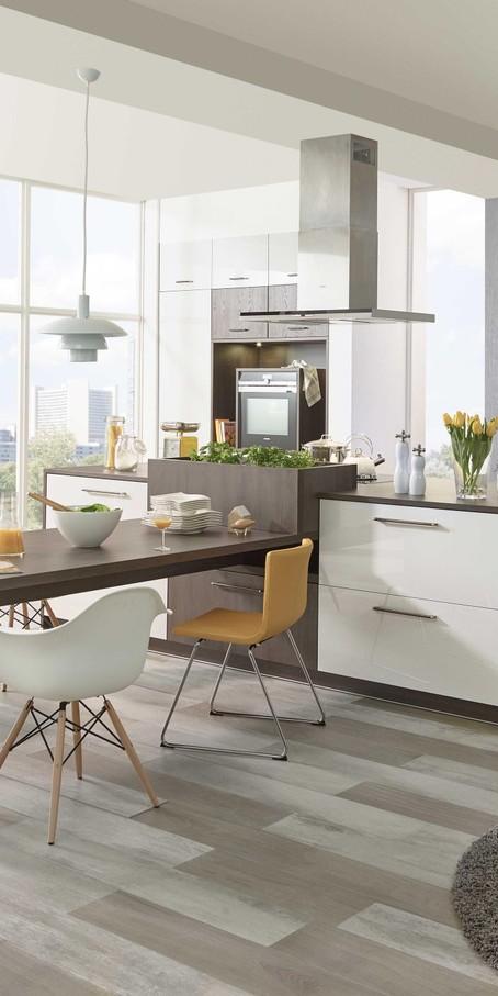 Verbindet Küche und Esszimmer, indem ihr den Esstisch im ...