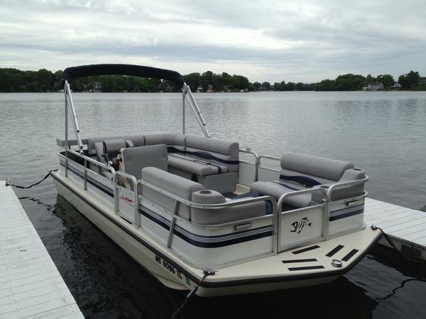Replacing Pontoon Boat Seats & Furniture