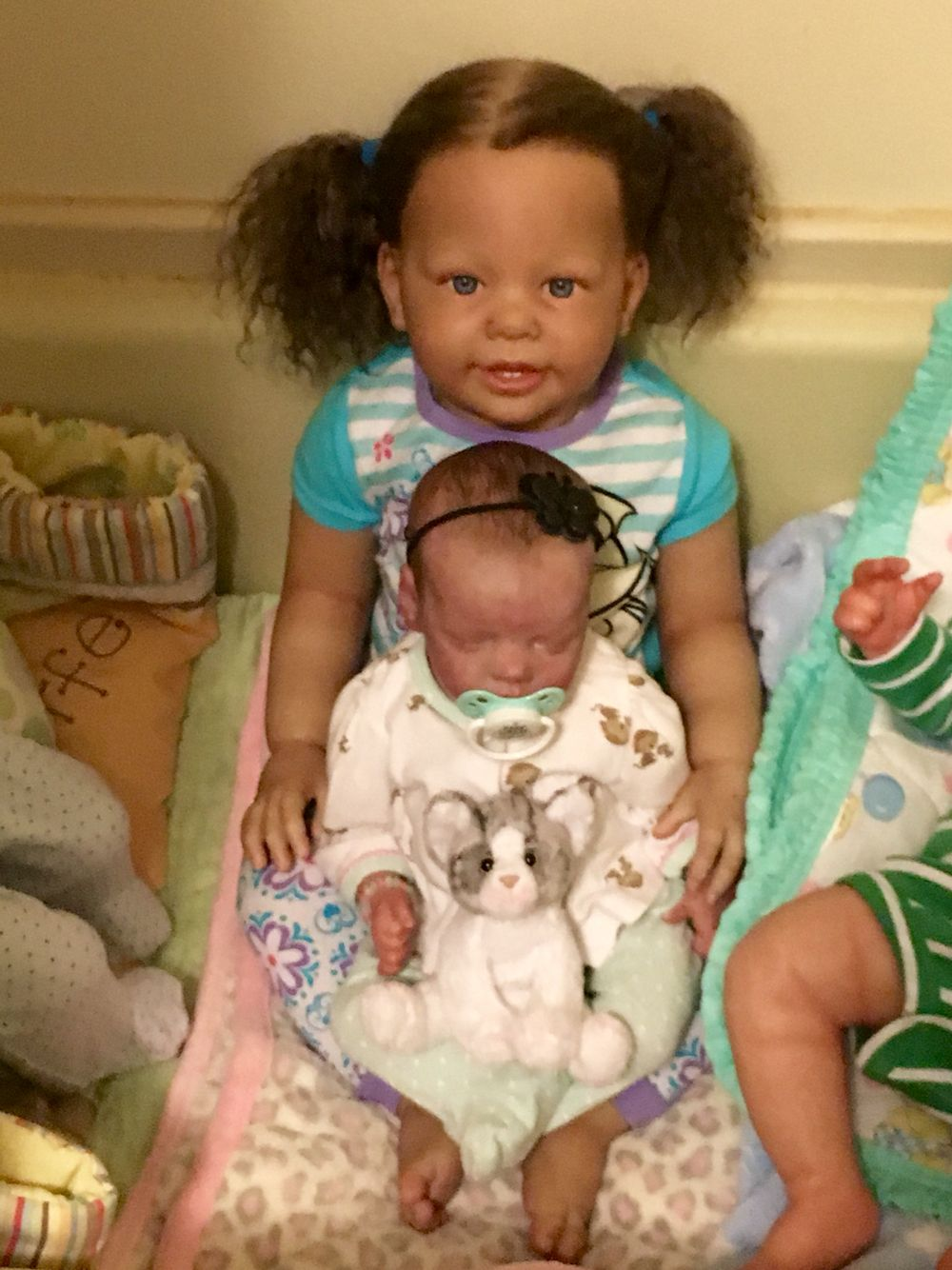 My toddler Gabrielle & baby sister, Phoebe. The tub doesn\'t work ...