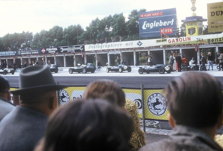 The teams of Vanwall and Cooper before the German Grand Prix 1958 – the Vanwalls of Moss and Brooks look rather old fashioned compared to the small Coopers with rear engines