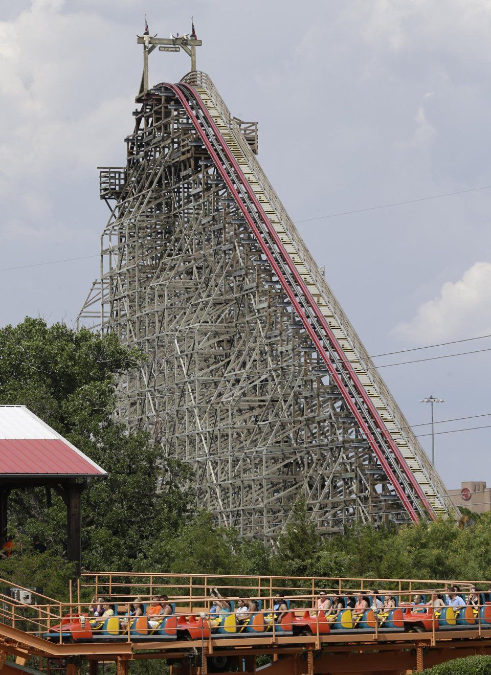 Woman S Fatal Fall From Six Flags Coaster Probed Six Flags Over Texas Six Flags Roller Coaster