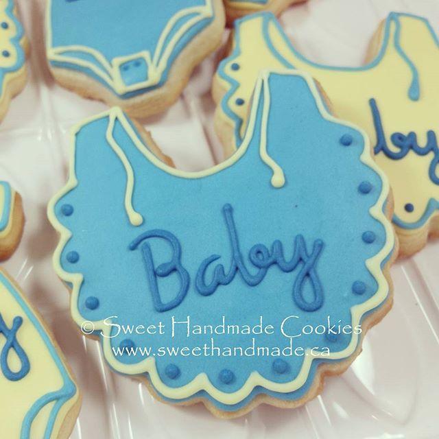 A sweet little bib for baby.  #sweethandmadecookies #customcookies #decoratedcookies #designercookies #cookies #bradfordontariocookies #babyshowercookies #bibcookies
